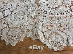 19TH CENTURY HAND MADE BRUSSELS DUCHESSE LACE FLOUNCE 275 cms x 28 cms