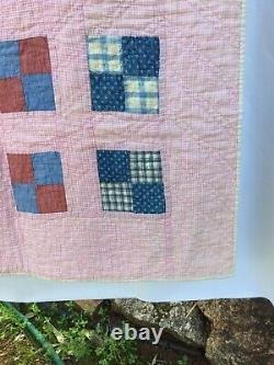 ANTIQUE AMERICAN 1940s VINTAGE OLD PATCHWORK QUILT HANDMADE and HAND QUILTED
