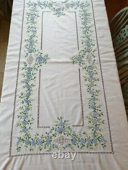 Large White Vintage Hand Embroidered Tablecloth With Napkins x 6 Wedding Banquet
